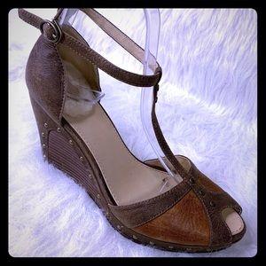 UGG Australia Toe Wedge Heels Sandals Studded Sz 7